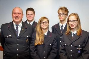 Neuaufnahmen in der Feuerwehr: Kommandant Bernd Wagner, Lukas Himmelsbach, Christiane Faißt, Marcus Faißt, Christina Faißt